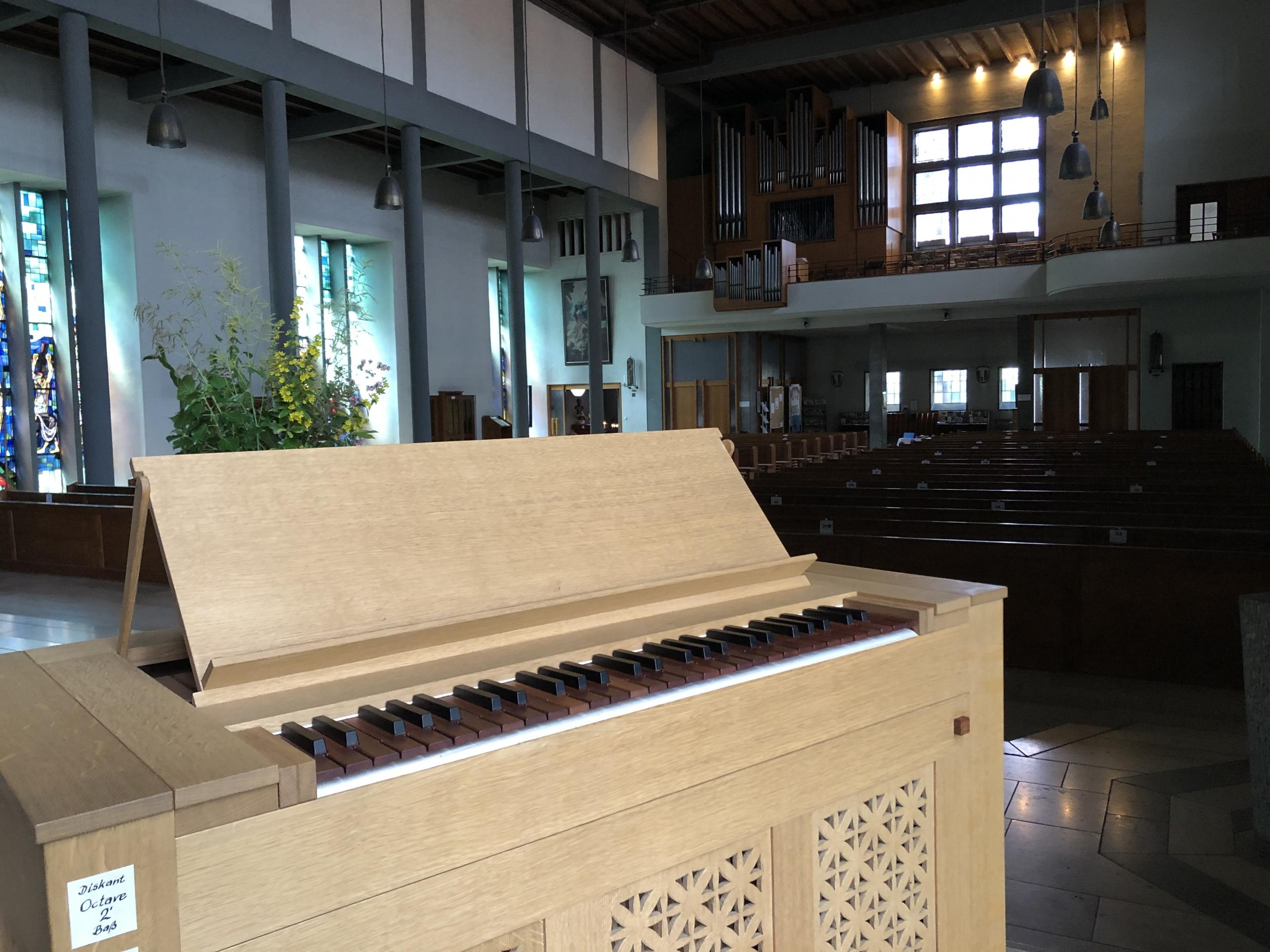 Zwei Orgeln